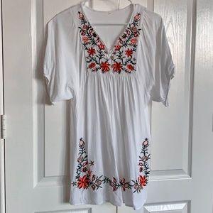 Dresses & Skirts - White bohemian short dress S